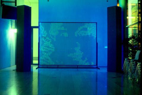 GFPixel демонстрируется в институте Макса Планка (Max-Planck-Institute) в рамках празднования 50-летия со дня открытия спирали ДНК (фото DNA Consult).