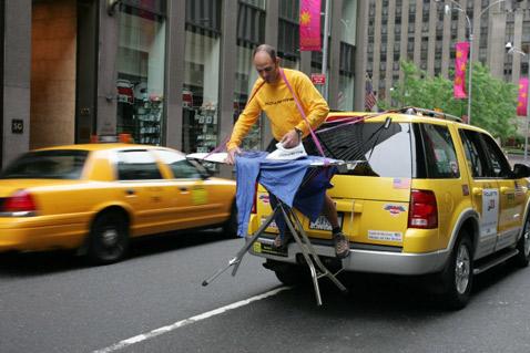 Фил Шоу в Нью-Йорке. По его мнению, это экстремальное глажение выполнено в урбанистическом стиле (фото с сайта damncoolpics.blogspot.com).