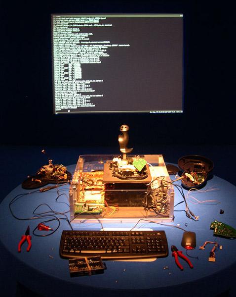 История сохранила этот трогательный кадр, оставшийся со стадии сборки nOtbOt (фото с сайта lowstandart.net).