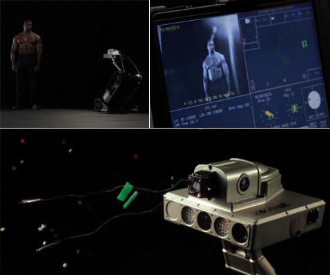 """Рекламный ролик электрошокового iRobot. """"Ну и что?"""" — подумал преступник. """"Сюрприз!"""" — подумал оператор (кадры Taser International)."""