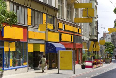 Акция на венской улочке в самом разгаре (фото с сайта steinbrener-dempf.com).
