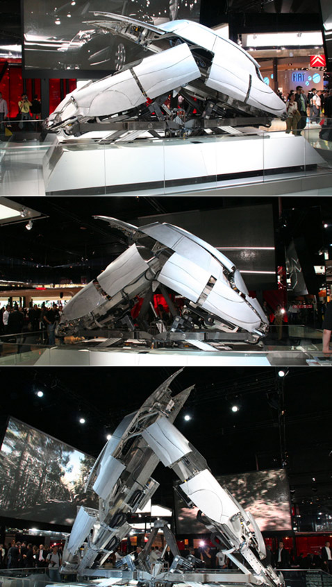 Кузов поднимается и будто бы разламывается пополам (фотографии с сайта autoblog.com).