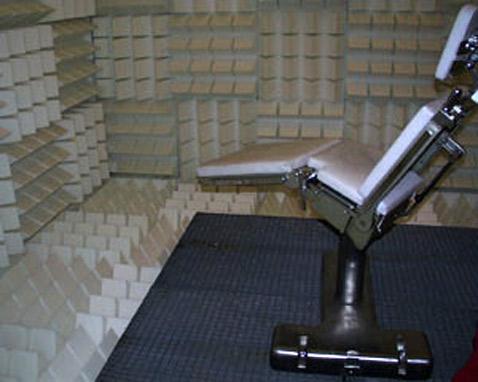 Специальная форма выступов из звукопоглощающего материала позволяет им дополнительно гасить акустические колебания (фото с сайта ok-centrum.at).