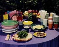 А вот одноразовая посуда, очевидно, представляет угрозу экологии. Давно пора разработать съедобные тарелки, разве нет?