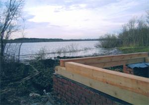 Вот во что превращен берег уникального озера Орлинское. Фото Святослава Тимченко